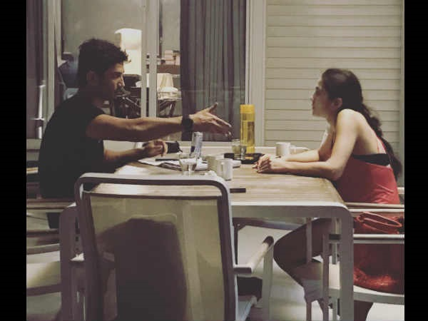Sushant Singh Rajput & Sara Ali Khan Captured In A Candid Mood
