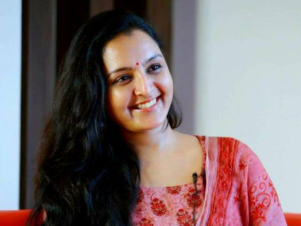WHAT! Manju Warrier Out From Mohanlal's Odiyan?