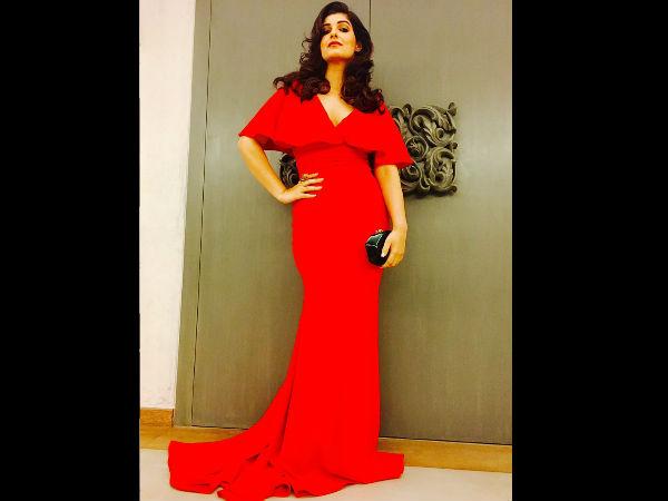Twinkle Khanna Looks Red Hot!