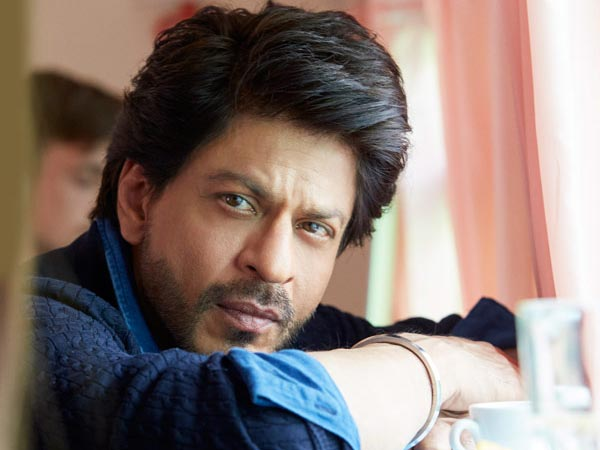 FRIGHTENING! Shahrukh Khan Is WORRIED About His Career; Takes This MAJOR Step To Save Himself!