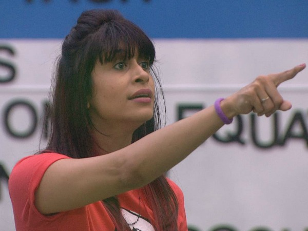 Kishwer Is Keeping A Watch On Hina!