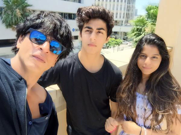 How SRK Told Aryan-Suhana To Handle Paparazzi