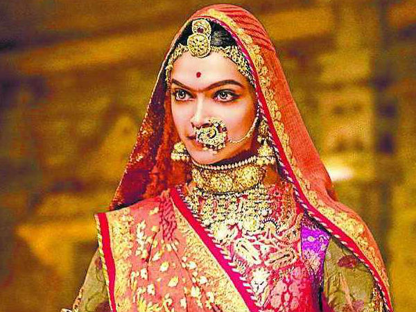 Deepika Padukone Kills it with her 'Ghoomar'