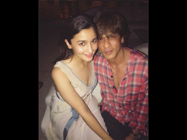 alia with shahrukh at srk birthday bash