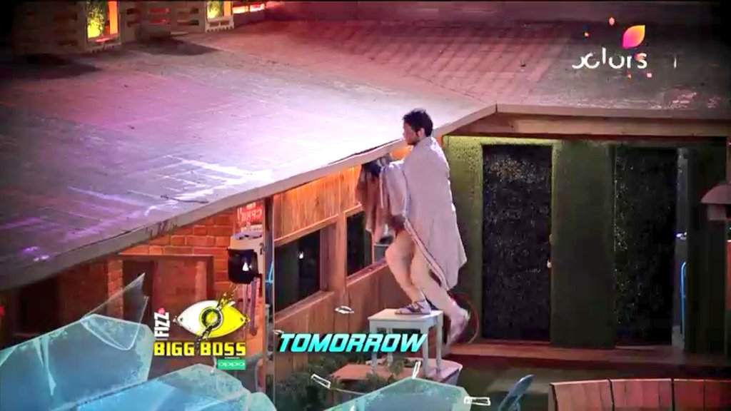 Vikas Tries To Escape From BB 11 House
