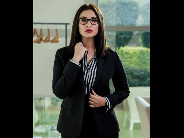 'Sandeep Aur Pinky Faraar' first look: Parineeti's corporate avatar on point