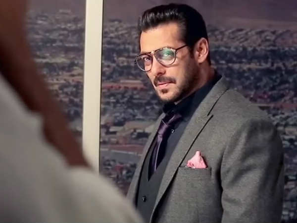 Salman Promotes Race 3 On Bigg Boss!