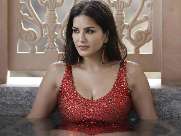 Sunny Leone gets pranked by crew member, her reaction is hilarious