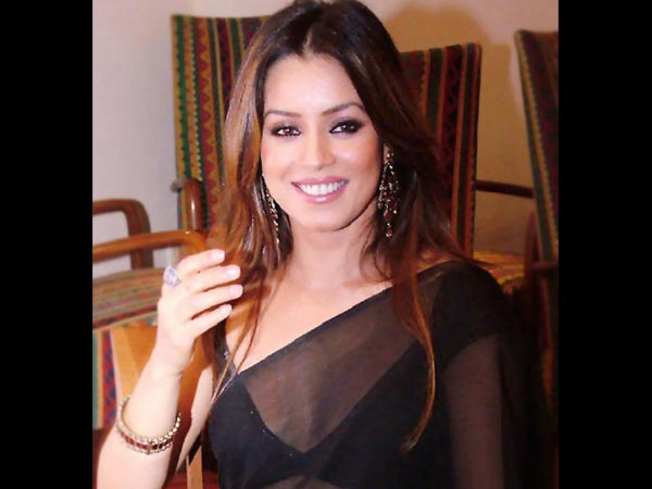 People Should Write Roles For Senior Actresses: Mahima Chaudhary