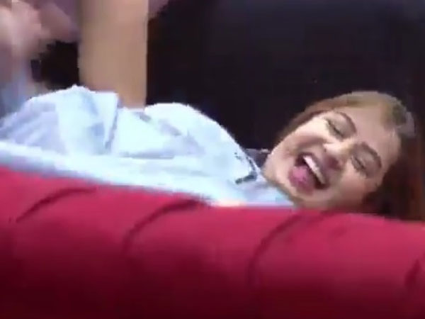 Shilpa Slips Off From The Sofa!