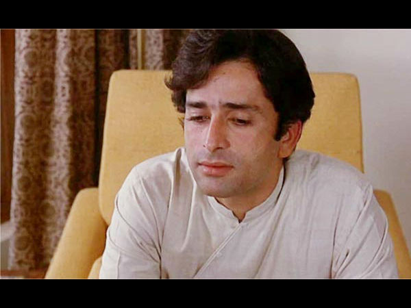 Bollywood Mourns Veteran Actor Shashi Kapoor's Demise