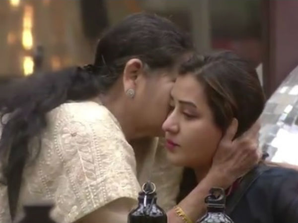 Shilpa's Mother Hugs Her