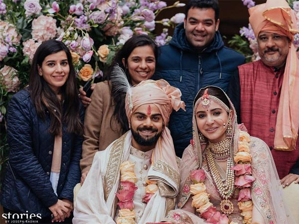 Anushka Sharma Thanks The 'Shaadi Squad' For Making Her Dream Wedding With Virat Kohli Come True!