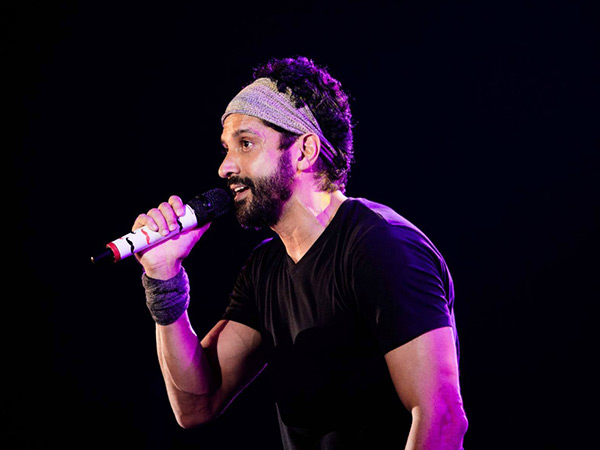 Farhan Akhtar Kickstarts 2018 With Lots Of Gigs! Will Perform At Many Colleges Across The Country!