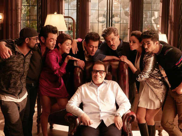 BLOWING KISSES! Salman Khan & Co. Strike A Cute Pose With Birthday Boy Ramesh Taurani On Race 3 Sets