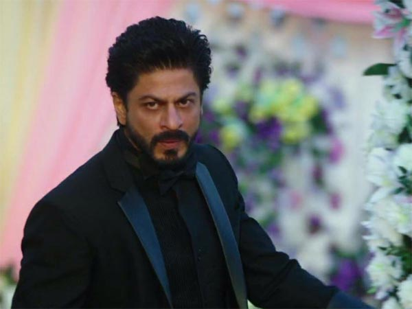 RIDICULOUS! This Director Is Spreading VENOM Against Shahrukh Khan; Saying Some MEAN & NASTY Things