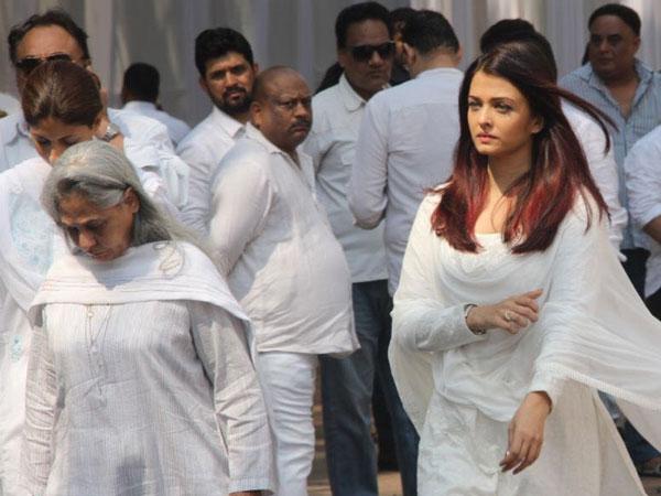 Rekha Started Crying After Hugging Janhvi At Sridevi ...