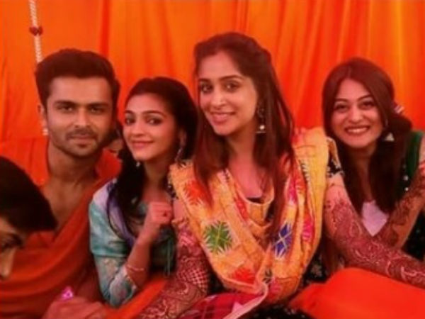 Dipika's Friends Attend Her Mehendi Ceremony