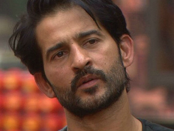 Hiten Asks Fans To Come Out Of Bigg Boss 11!