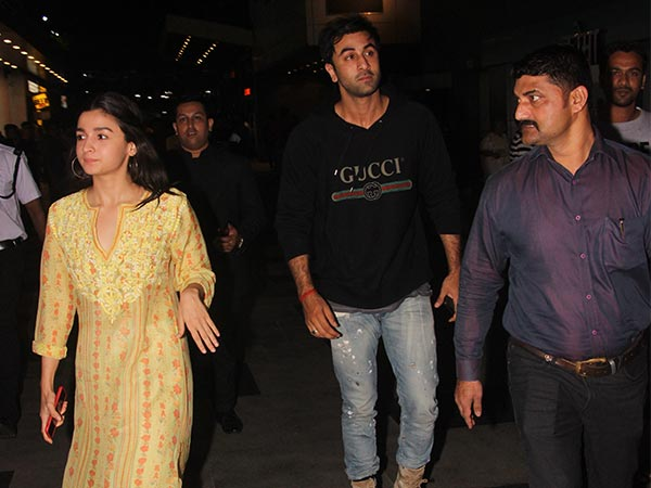 How Alia Avoids Getting Clicked Outside Ranbir's House