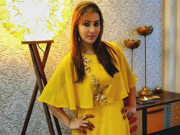 Shilpa Reveals Why She Missed Arshi's Bash