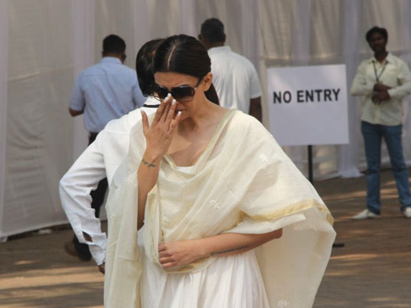 Grieving Bollywood fans pay their respects to Sridevi