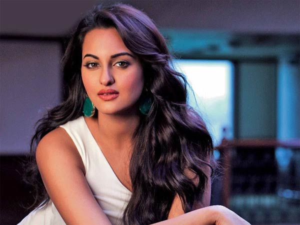 You Can't Please Everybody; I Have To See What Makes Me Happy: Sonakshi Sinha