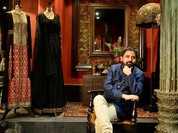 Sabyasachi Had Shamed Girls Who Don't Know How To Drape A Saree