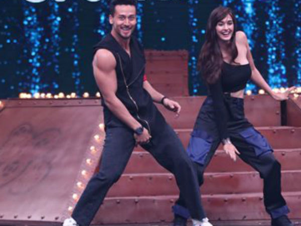 Intrusive Disha Patani checks boyfried Tiger Shroff's mobile