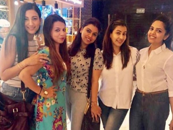 Shilpa Chilling With Friends!