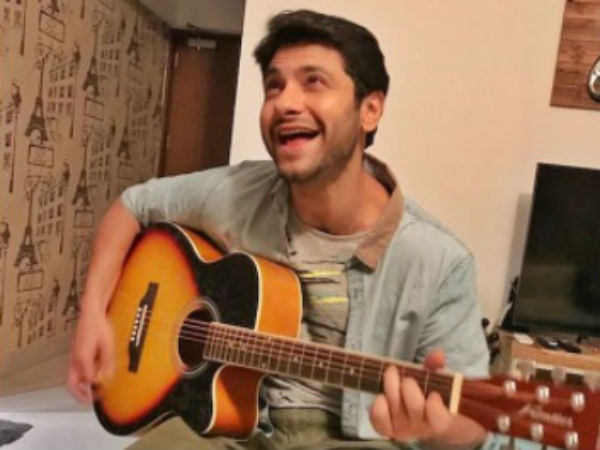 Mishal Plays A Successful Singer, A Musician From London
