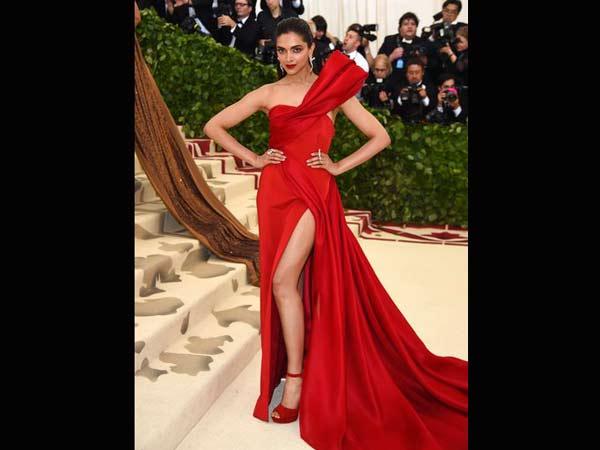 Met Gala 2018 Pictures, Deepika Padukone Walks Red Carpet ...