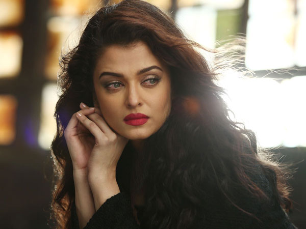 Aishwarya Rai Bachchan Refuses To Dance On 'Raunchy' Item Numbers Like Kareena Kapoor Khan!