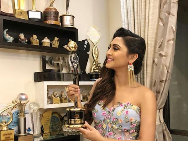 Krystle D'Souza Wins Best Actor Comedy Award