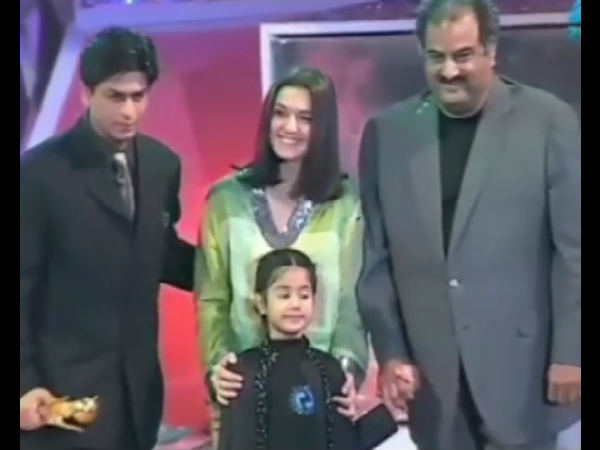 VIRAL VIDEO! When Janhvi Kapoor As A Kid Presented The Best Actor Award To Shahrukh Khan