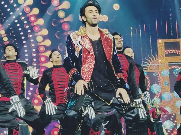 INSIDE IIFA 2018: Ranbir Kapoor Dances To Balam Pichkari, RekhaCharms & KJo Goes Shava-Shava!