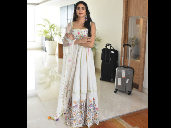 Janhvi Kapoor Reveals How Arjun Kapoor Cheers Her Up When She Gets Upset Reading 'Negative' Comments