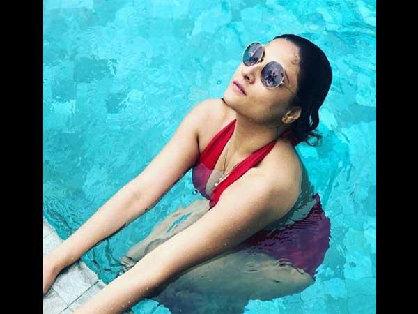 Urvashi Dholakia Looks Ravishing In Red Monokini! Pool Pictures Go Viral