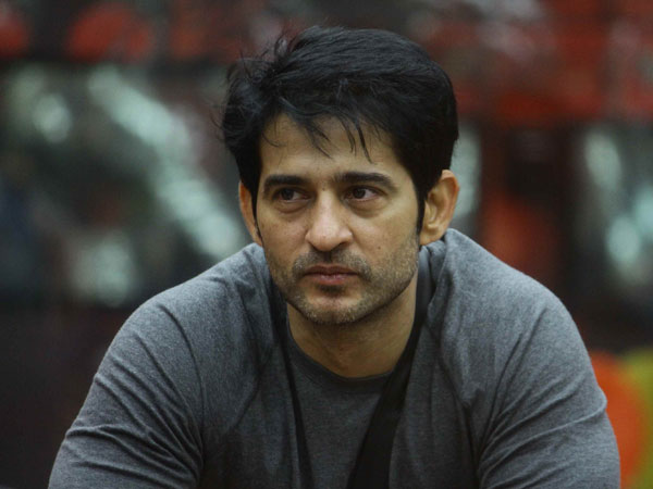 Hiten Tejwani Replaced By Kunal Kumar On Comedy Show Namune Overnight & He's Clueless!