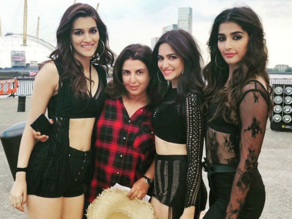 Akshay Kumar, Kriti Sanon & Riteish Deshkumh Have Fun While Shooting For Housefull 4 In London! Pics
