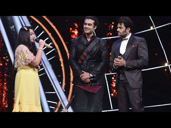 Indian Idol 10: Jubin Nautiyal Surprises Fan On The Sets Of The Show!
