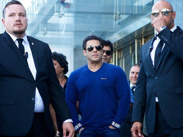 Salman Khan Gets Mocked As He Goes UNNOTICED At A Dubai Mall; What Happened To His Popularity?