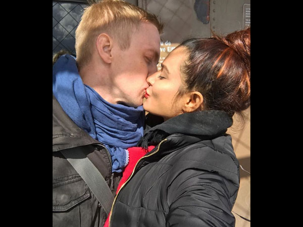 Aashka Goradia & Husband Brent Goble Lock Lips As She Reminisces Their First Kiss!