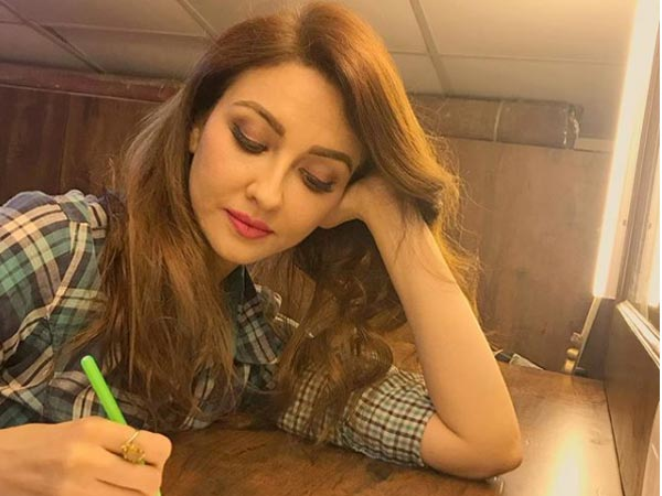 Bhabiji Ghar Par Hai: Saumya Tandon's Fan Threatens To Harm Himself, Lands At Her Residence!