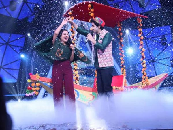 Indian Idol 10: Neha Kakkar Gets Romantic On The Sets, Goes On A Boat Ride With A Contestant