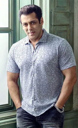 Why Salman Has Become A Photographer On The Sets Of Bharat!
