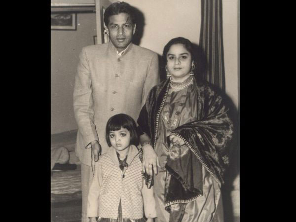 Image result for shah rukh khan family with sister