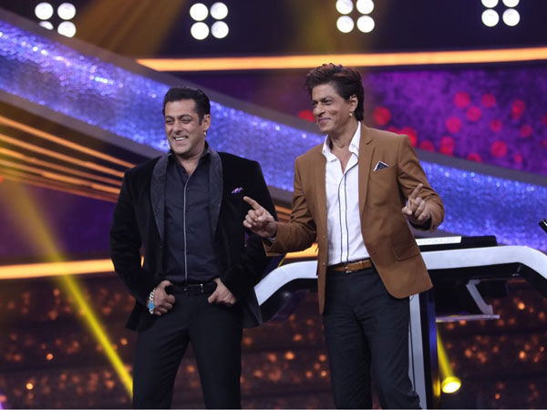 Sharukh Khan Thanks Salman Khan's Father For His Success!