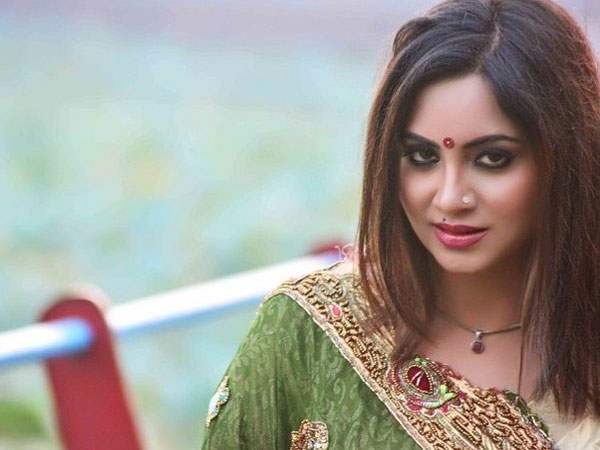 WATCH! Arshi Khan's Not Interested In Watching Bigg Boss 12! Says BB 11 Was Better