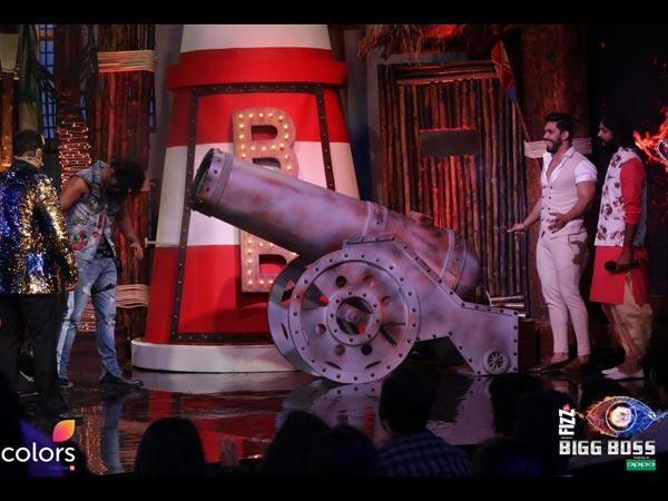 Karanvir Bohra's Fans Unhappy With Salman For Humiliating Him! Big Boss 12 Inmates Sick Of His OCD?